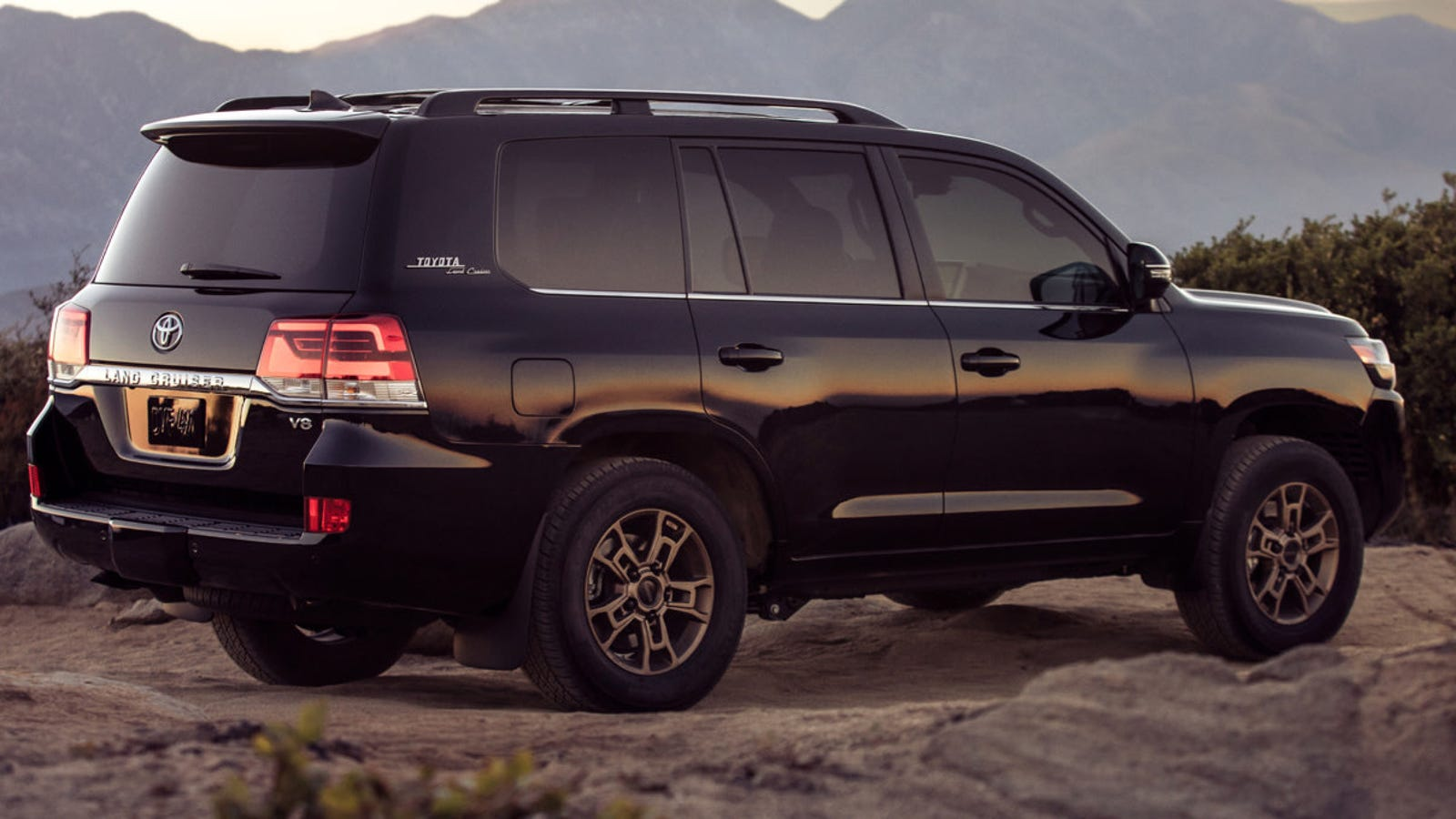 I'm Honestly Shocked the 2020 Toyota Land Cruiser Heritage ...
