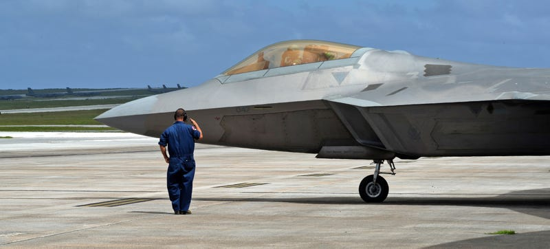 "Illustration for article titled F-22s From Hawaii Take Part In Experimental ""Rapid Raptor"" Exercise"