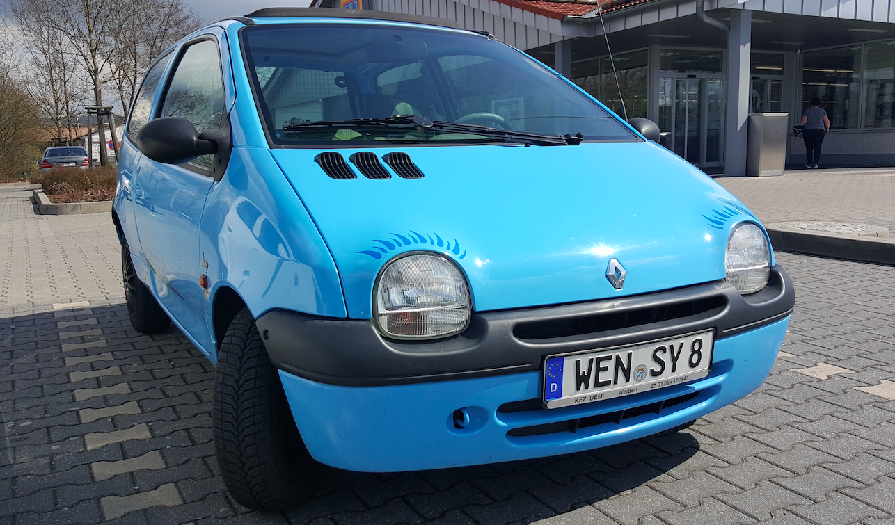 why the renault twingo is one of the quirkiest cars of our time rh jalopnik com Renault Twingo 2000 Renault DeZir