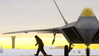 Illustration for article titled Grounded! Stealth Fighter Fleet KO'd by Oxygen Woes