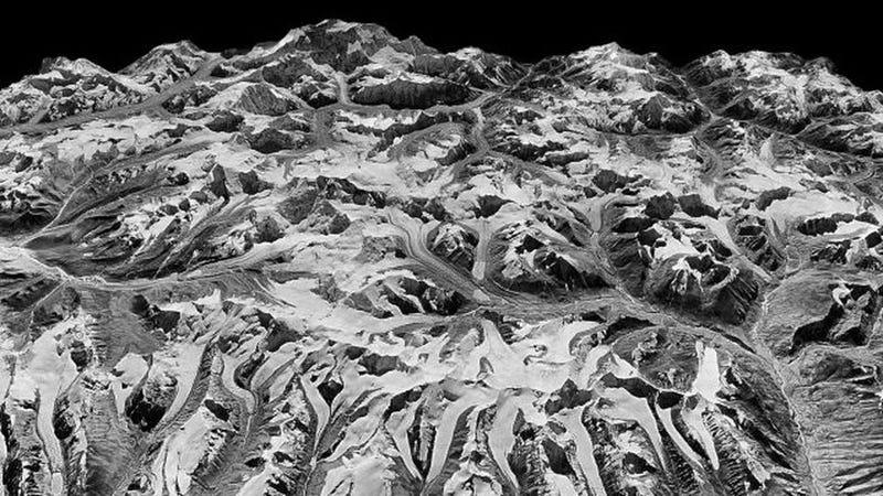 Illustration for article titled Imágenes desclasificadas de la Guerra Fría revelan cómo la pérdida de hielo en Himalaya se ha duplicado en 40 años