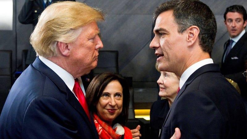Un breve encuentro entre Donald Trump y Pedro Sánchez en la cumbre de la OTAN