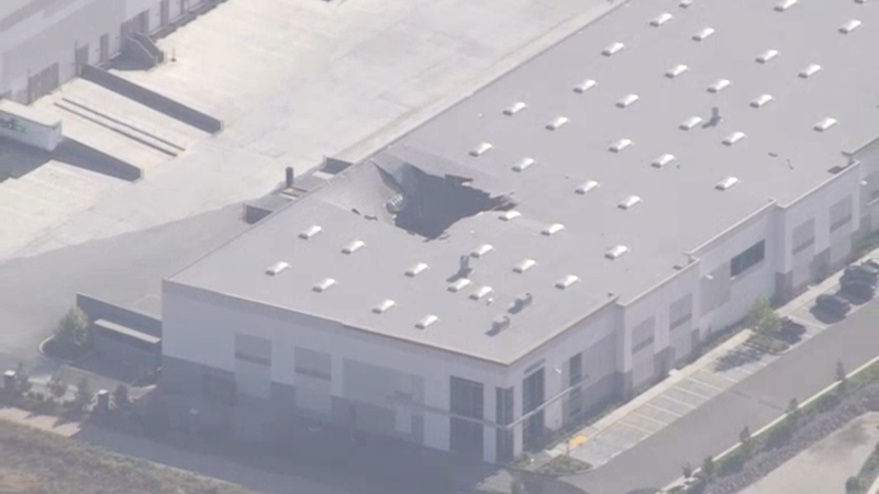 Illustration for article titled An F-16 Fighter Jet Fell Through the Roof of a California Warehouse
