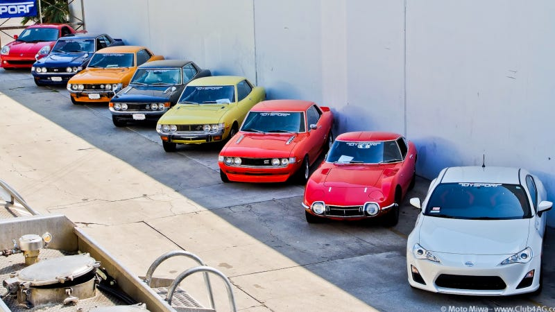Illustration for article titled Your Ridiculously Awesome Toyota Sportscar Family Wallpaper Is Here