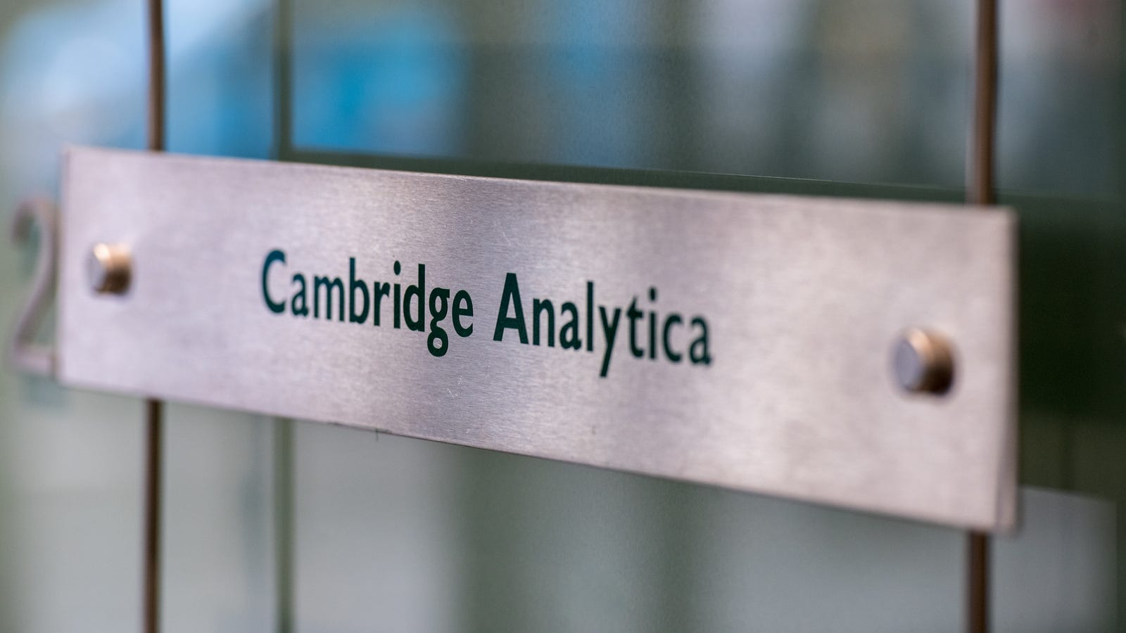 Trump Campaign Reportedly Adds Former Cambridge Analytica Employees to 2020 Efforts