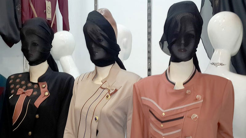 Illustration for article titled ISIS Extremists Order Mannequin Faces Covered in Mosul, Iraq