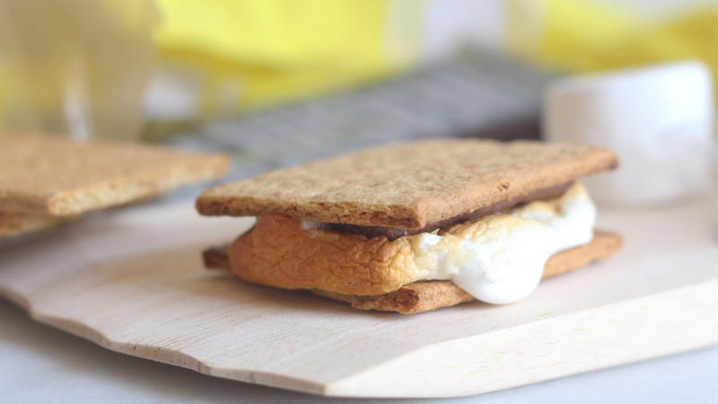 Illustration for article titled Make Perfect S'Mores Using the Broiler