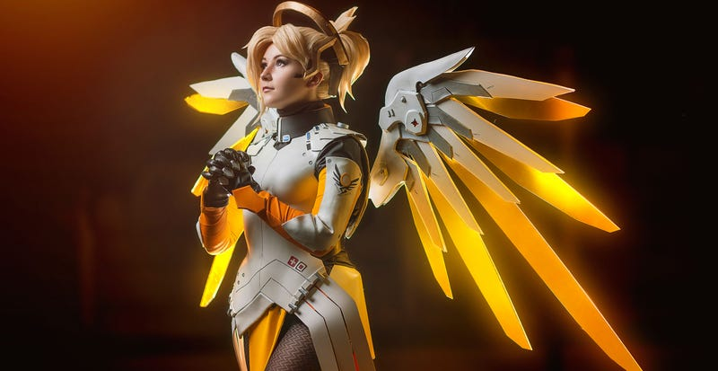 Illustration for article titled Overwatch Cosplay Never Dies