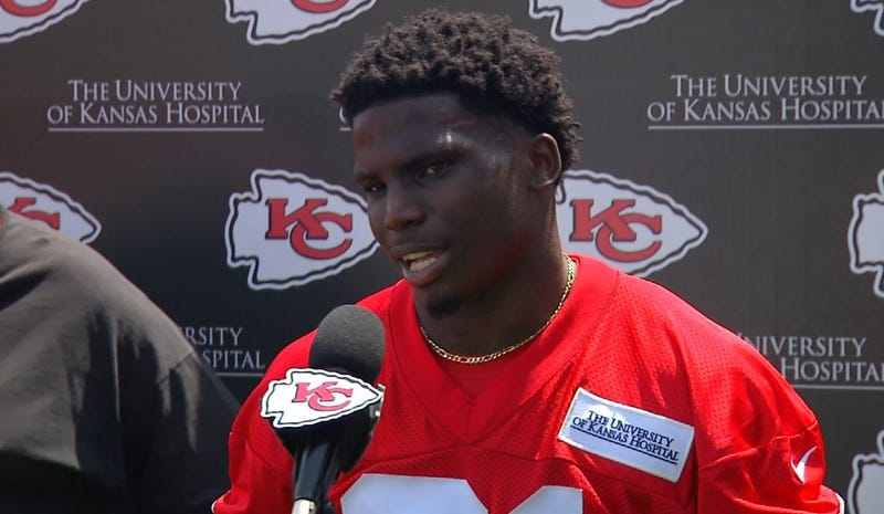 Illustration for article titled Domestic Abuser Tyreek Hill Says Fans Have Every Right To Hate Him