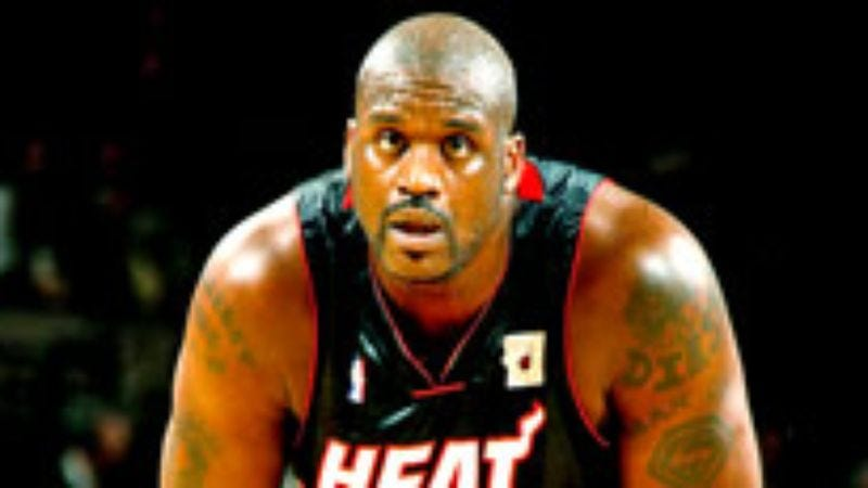 Illustration for article titled Shaquille O'Neal Stands Flat-Footed Under Basket For Entire Game