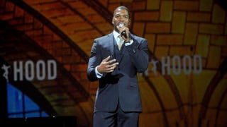 Michael Strahan speaking at the Robin Hood Foundation's 2014 benefit at the Javits Center on May 12, 2014, in New York City.Brad Barket/Getty Images