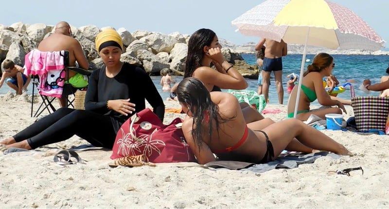 France burkini: Corsica court upholds local ban