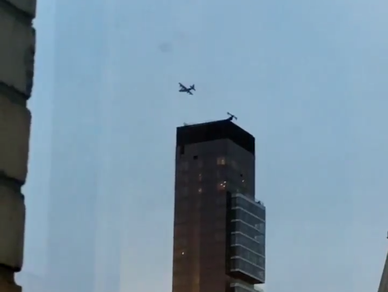 Illustration for article titled Why Is This C-130 Circling Manhattan? [UPDATE]