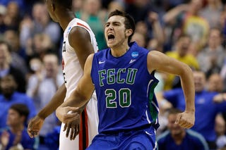 Illustration for article titled Florida Gulf Coast Hits Game-Tying Buzzer Beater, Then Doesn't