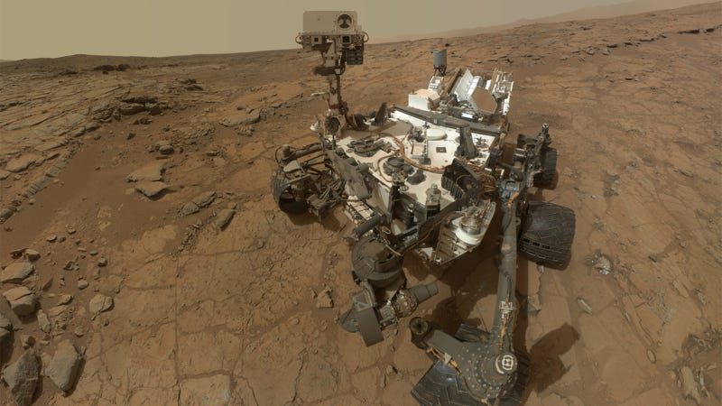 Illustration for article titled Was This Photo of the Mars Curiosity Rover Taken By an Alien or What?