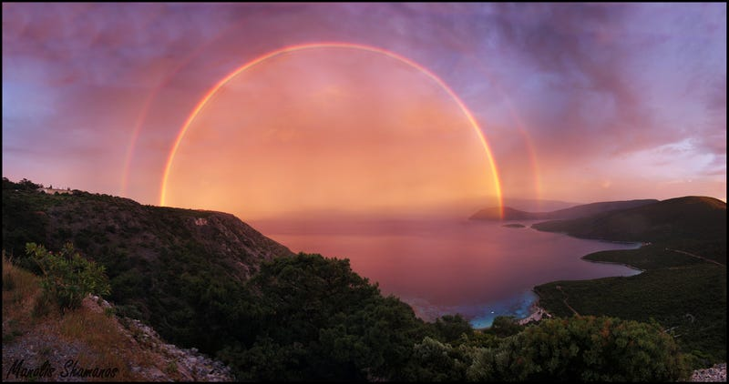 Illustration for article titled A Double Red Rainbow at Sunset
