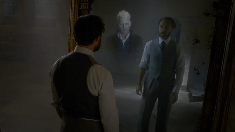 Un joven Albus Dumbledore mira en el espejo (un objeto muy familiar, si recuerden) y ve a su mayor temor.