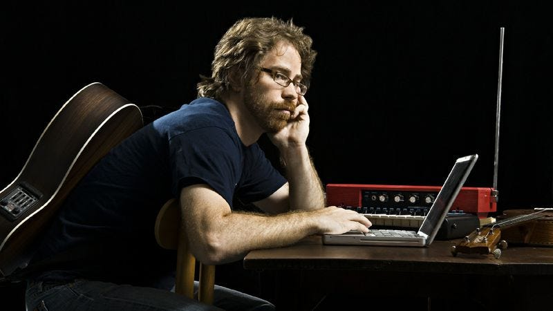"Illustration for article titled Jonathan Coulton takes on the crass commercialism of ""Jingle Bell Rock"""