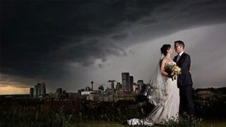 Illustration for article titled Greatest wedding pic ever