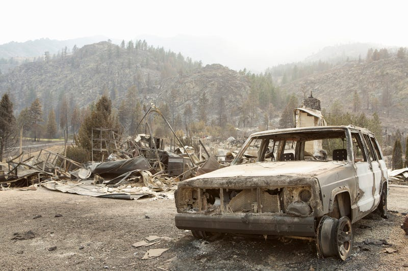 Illustration for article titled Aftermath Of Washington Wildfires Has Made An Eerie Car Graveyard