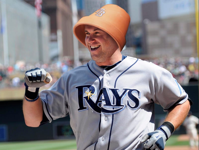 Illustration for article titled Evan Longoria Bragging About How Cheap It Was To Make His Own Batting Helmet