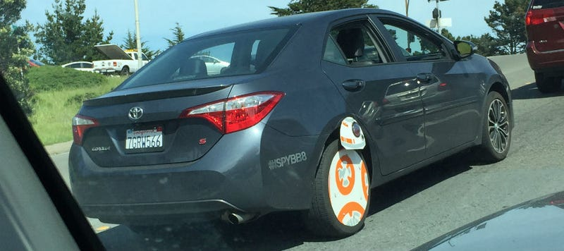 Illustration for article titled This Person and Their BB-8 Car Just Won Star Wars Fandom