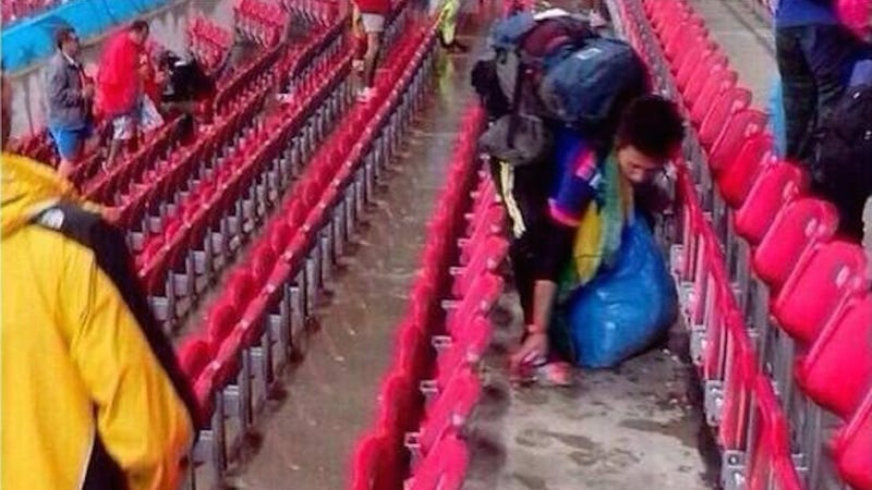 Illustration for article titled Gracious Japanese World Cup Fans Clean Up Stadium After Loss