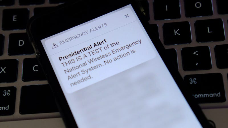 Illustration for article titled Researchers Send Fake Presidential Alerts to Stadium of 50,000 Using LTE Vulnerability