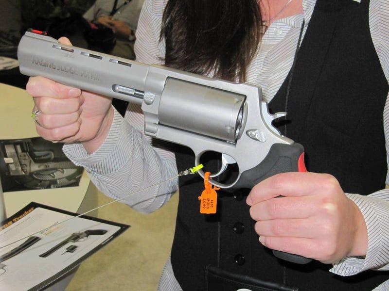Illustration for article titled This Gigantic Revolver Shoots Shotgun Shells