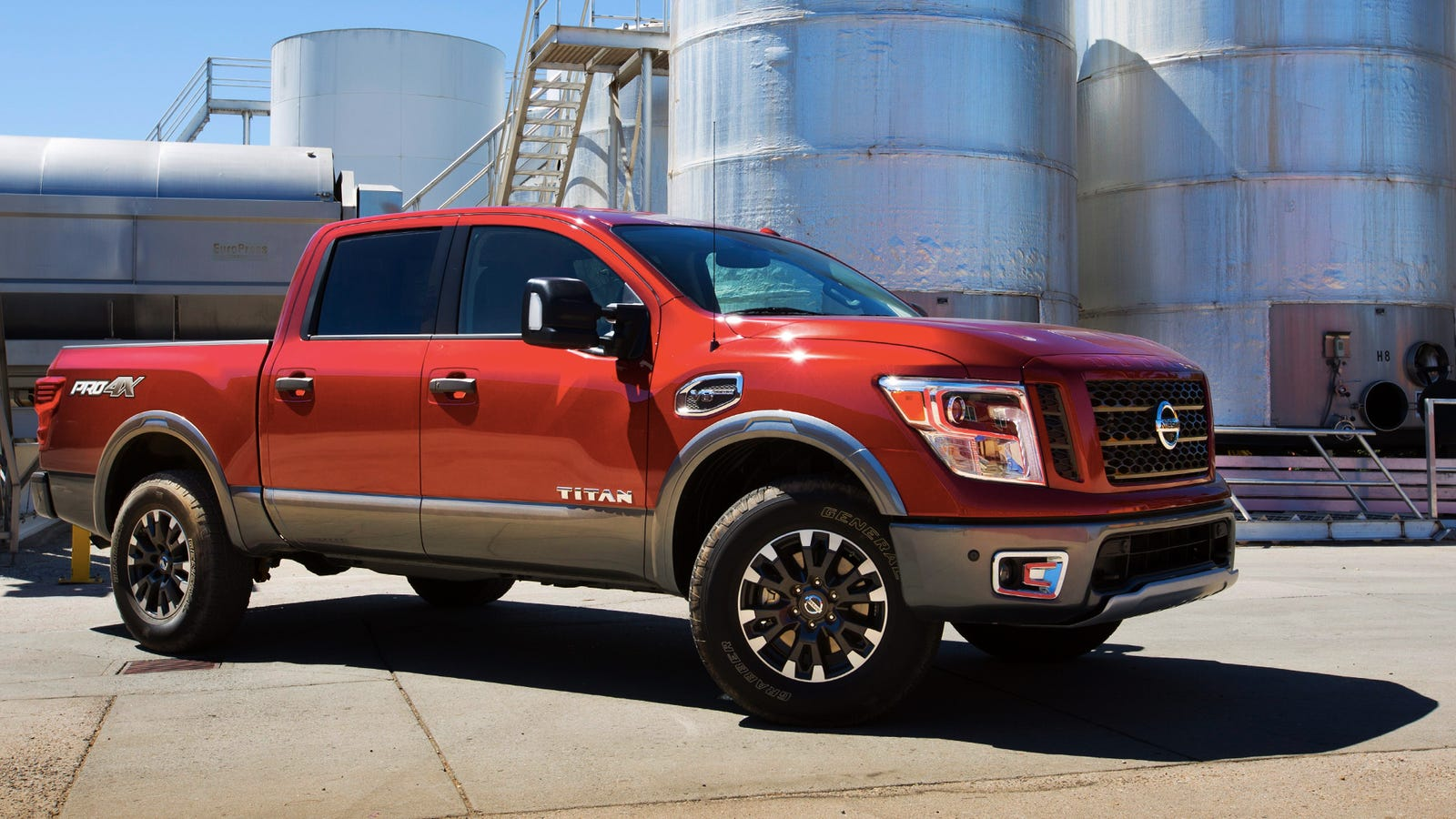 new nissan titan crew cab starts at 34 780 if you don 39 t need a diesel. Black Bedroom Furniture Sets. Home Design Ideas