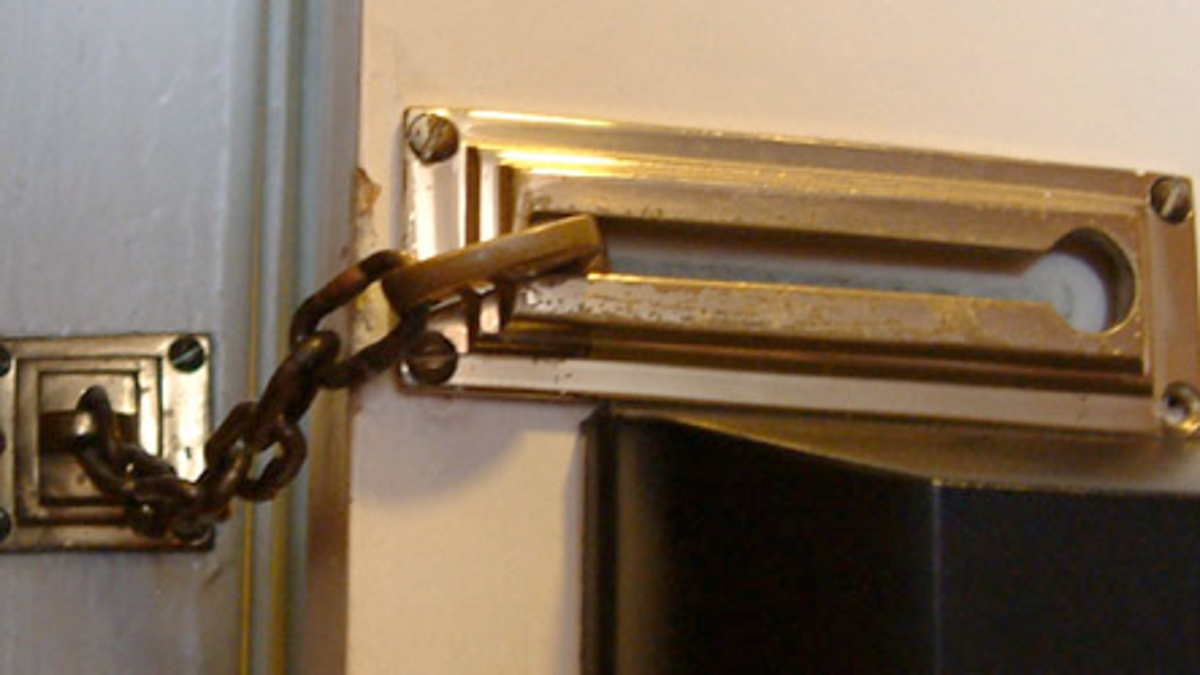 Unlock A Sliding Chain Lock With A Rubber Band