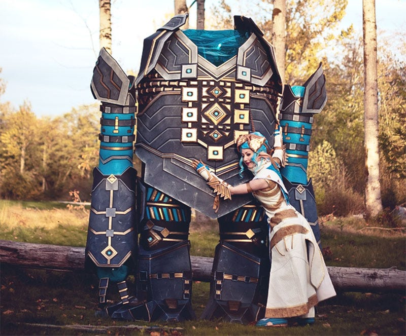 Illustration for article titled Guild Wars 2 Cosplay Includes 9-Foot-Tall Golem