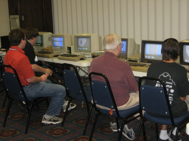 Illustration for article titled Commodore 64 LAN Party features First C64 Online Multiplayer Game