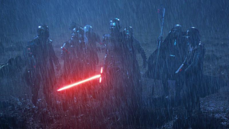 Illustration for article titled El director de The Last Jedi explica por qué no incluyó a los personajes más misteriosos de The Force Awakens