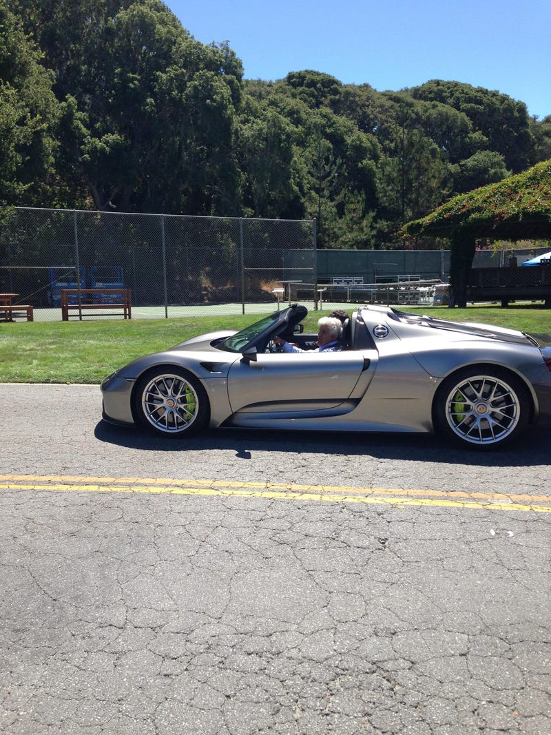 Illustration for article titled Jay Leno Driving a Porsche 918 Spyder at Pebble Beach