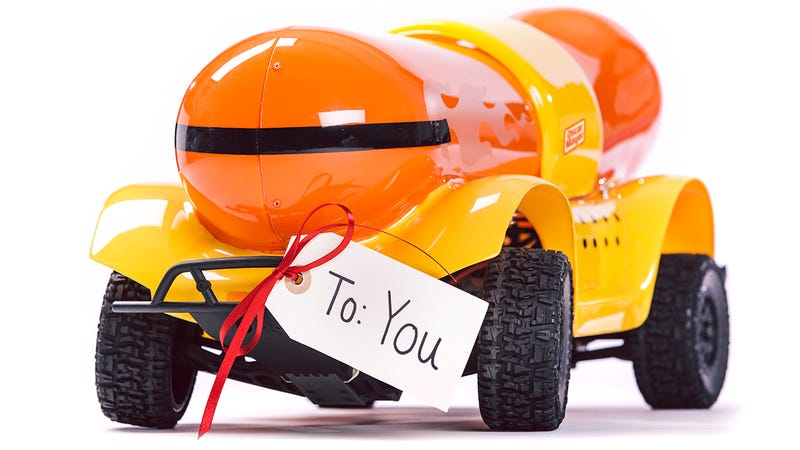 Illustration for article titled Oscar Mayer Now Sells an RC Weinermobile So You Can Be a Gifting Hero
