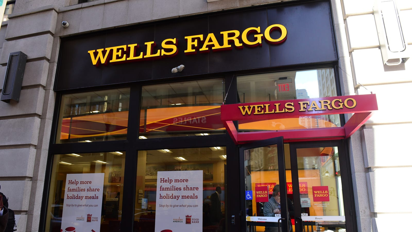 Here's Why Wells Fargo Customers Couldn't Get Their Cash