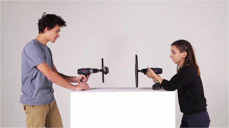 Illustration for article titled Cómo grabar ingeniosos vídeos con estos trucos de cámara