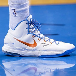 Illustration for article titled Kevin Durant Memorialized Sandy Hook Last Night With A Message On His Sneakers