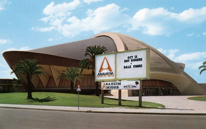 Illustration for article titled When Anaheim's Flying-Saucer Arena Touched Down Near Disneyland