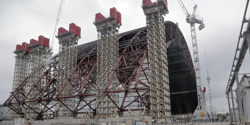 Así es la nueva y enorme cúpula que cubre el sarcófago de Chernóbil