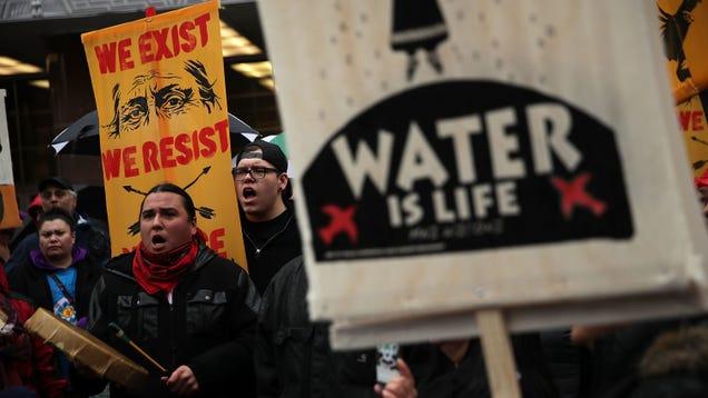 Judge Shuts Down Dakota Access Pipeline