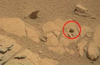 "Illustration for article titled Curiosity Finds A Weird ""Ball"" On Mars"