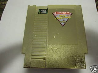 Illustration for article titled --> L@@K Nintendo GOLD Cartridge RARE Only $25K!!! <—