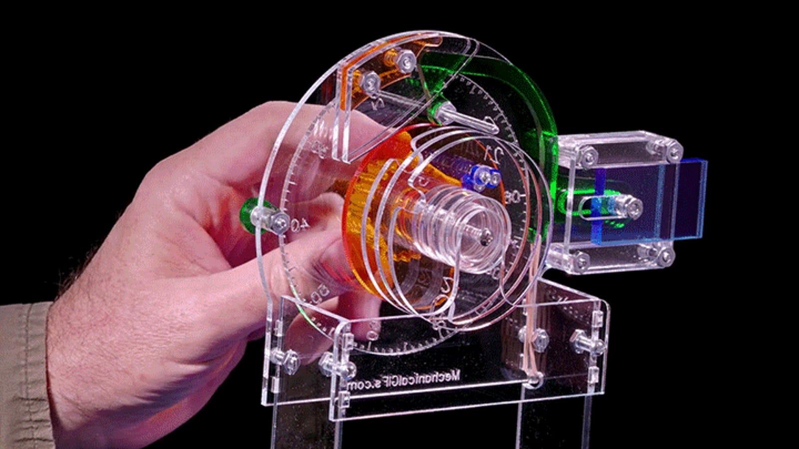 La mejor manera de entender cómo funciona una cerradura de combinación es ver una transparente