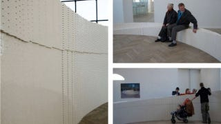Illustration for article titled 270,000 Lego Bricks Make Up this Great Wall of Lego