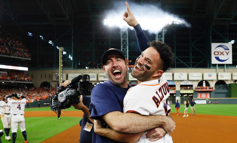 Illustration for article titled Jose Altuve Sends Astros To World Series With Walk-Off Bomb Against Aroldis Chapman