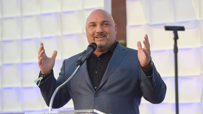 Illustration for article titled Jay Glazer Has An Idea For Making NFL Officiating Infinitely Dumber