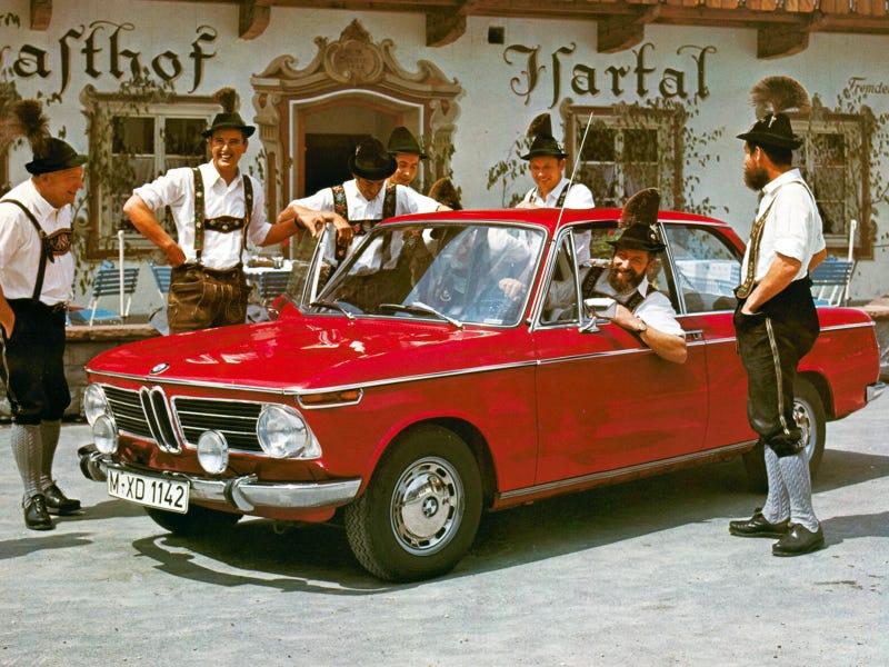 Illustration for article titled Ja. Wir fahren die BMW in unserer Lederhosen.