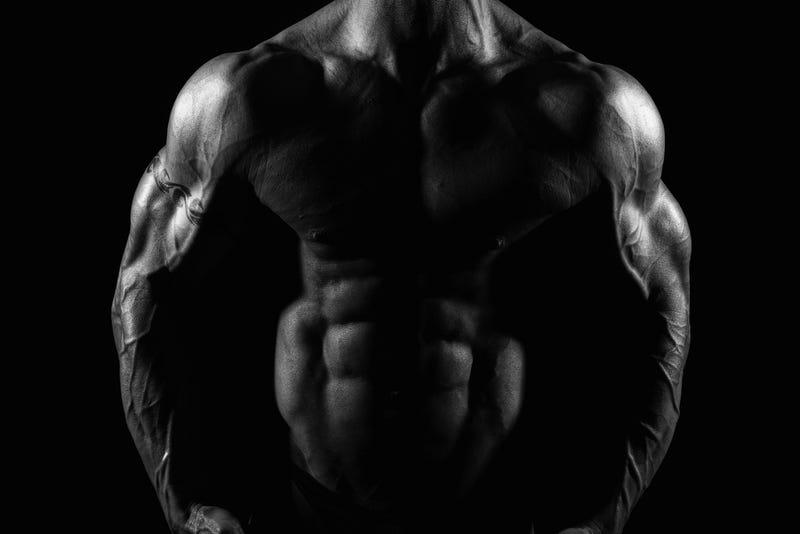 """Illustration for article titled Qué le ocurre realmente a tu cuerpo cuando tomas esteroides para """"ganar"""" músculos"""